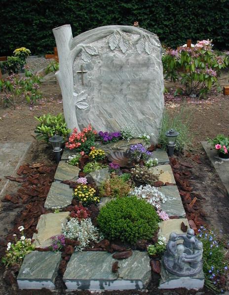 Natuurruwe grafsteen