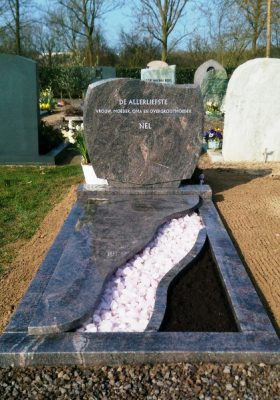 Grafmonument graniet rosa kwarts