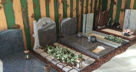 Grafstenen en grafmonumenten showroom steenhouwerij Jongerius