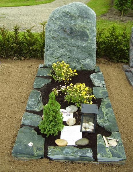 Natuurlijke ruwe grafsteen