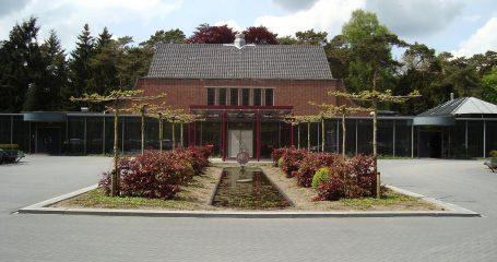 Voorkant begraafplaats Den en Rust Bilthoven